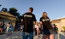 01_the_groom_and_bride_welcoming_everybody_to_the_celebration_in_france.jpg